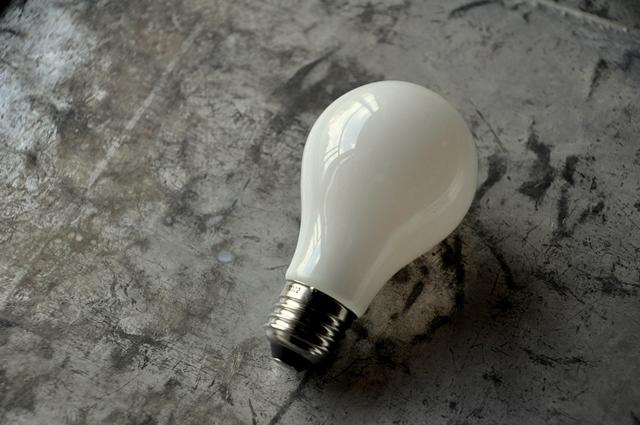 シリカ電球型 LED_c0128375_16121688.jpg