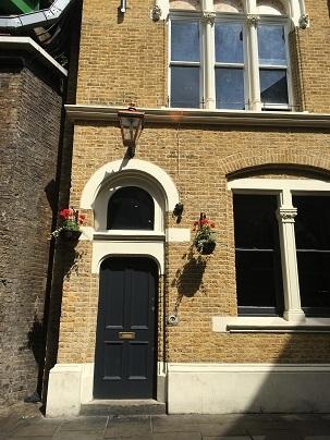ロンドンブリッジとバラマーケットでテロ_f0238789_18041525.jpg