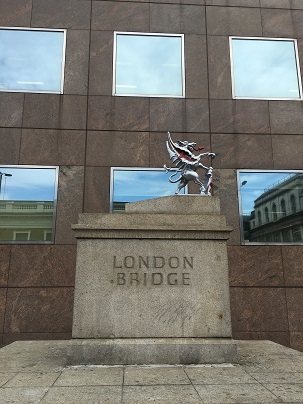 ロンドンブリッジとバラマーケットでテロ_f0238789_18042146.jpg