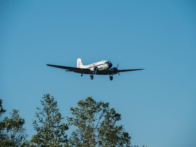 """帯広空港に77年前の名機""""ダグラスDC-3""""がやって来ました!_f0276498_21382675.jpg"""