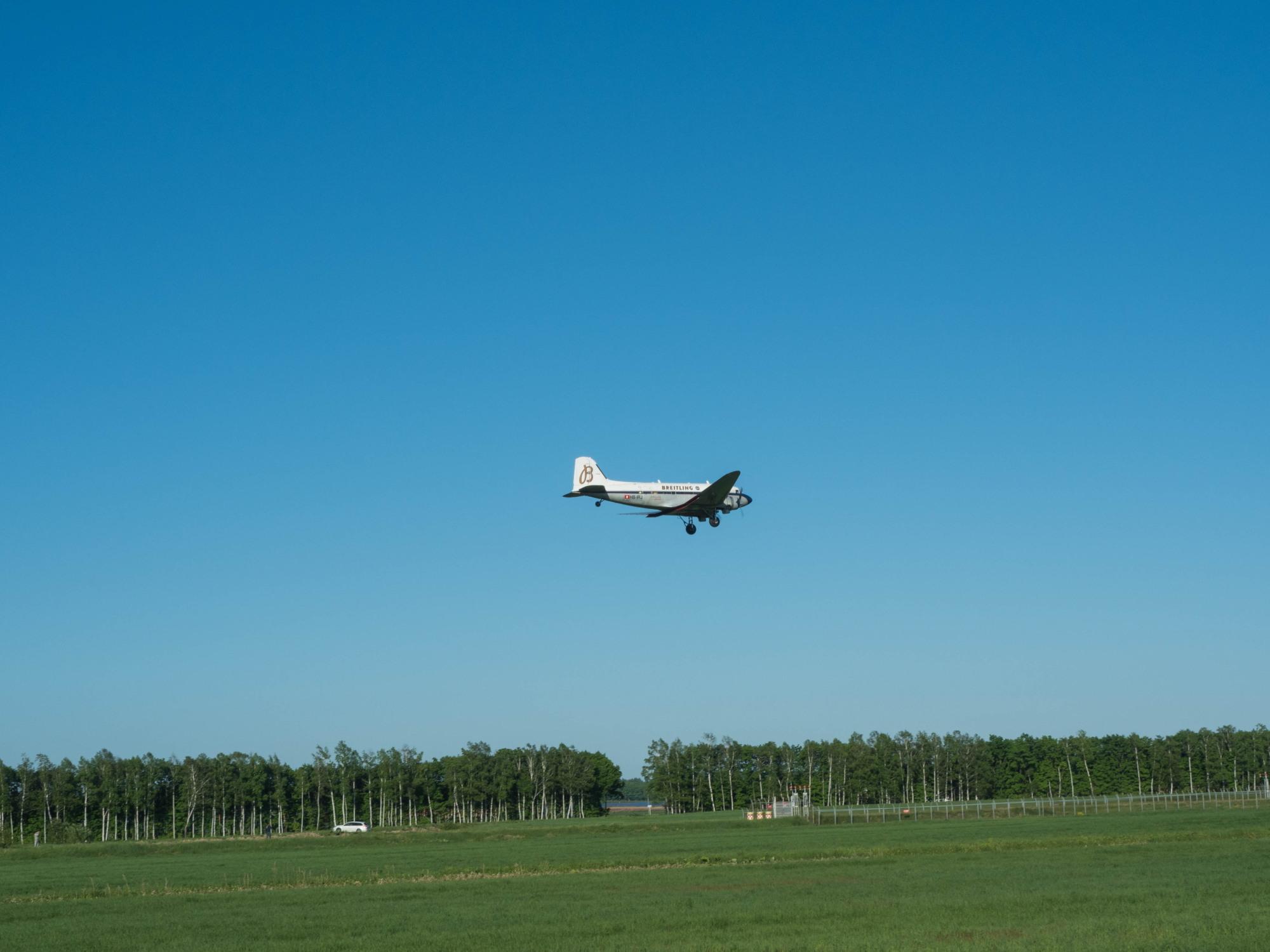 """帯広空港に77年前の名機""""ダグラスDC-3""""がやって来ました!_f0276498_21385357.jpg"""