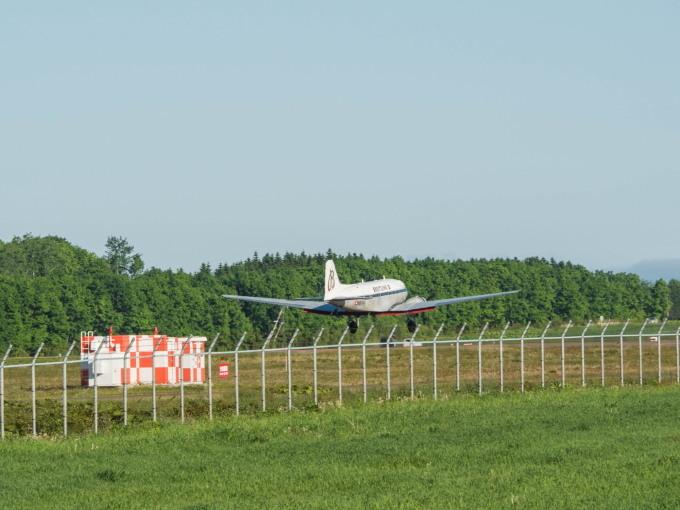 """帯広空港に77年前の名機""""ダグラスDC-3""""がやって来ました!_f0276498_21411178.jpg"""