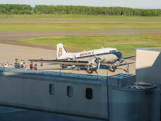 """帯広空港に77年前の名機""""ダグラスDC-3""""がやって来ました!_f0276498_21414685.jpg"""