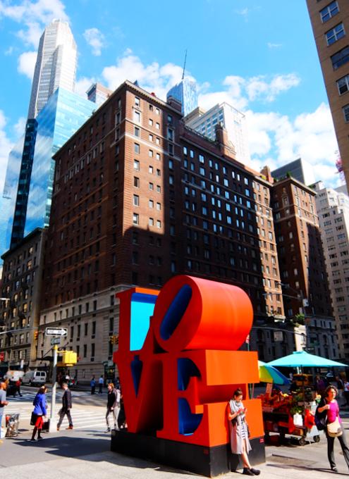 NYの街角アート、お馴染みのLOVE像_b0007805_23215895.jpg