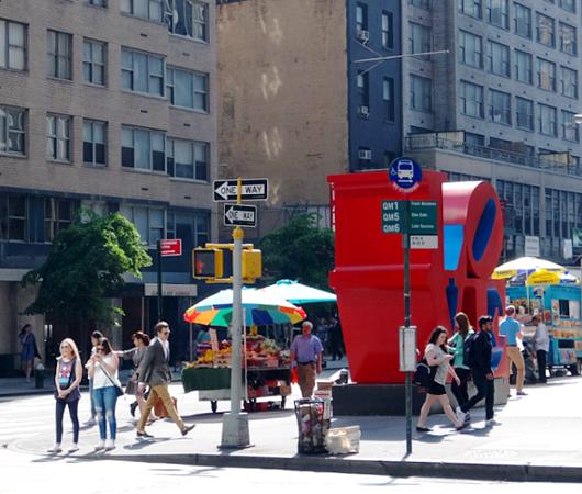 NYの街角アート、お馴染みのLOVE像_b0007805_23223353.jpg