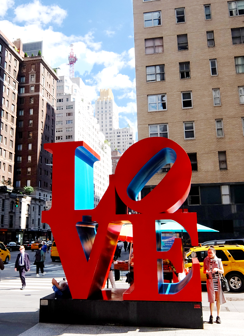 NYの街角アート、お馴染みのLOVE像_b0007805_23232058.jpg
