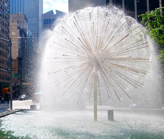 ニューヨークの中心で噴水と紫陽花と_b0007805_741199.jpg