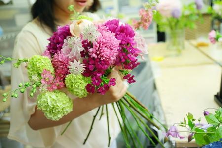 5月の定期レッスン 和の花のブーケ 6月は、オーダーブーケ、8月は会場装花のレッスンです_a0042928_2121856.jpg