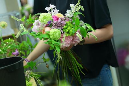 5月の定期レッスン 和の花のブーケ 6月は、オーダーブーケ、8月は会場装花のレッスンです_a0042928_2142188.jpg