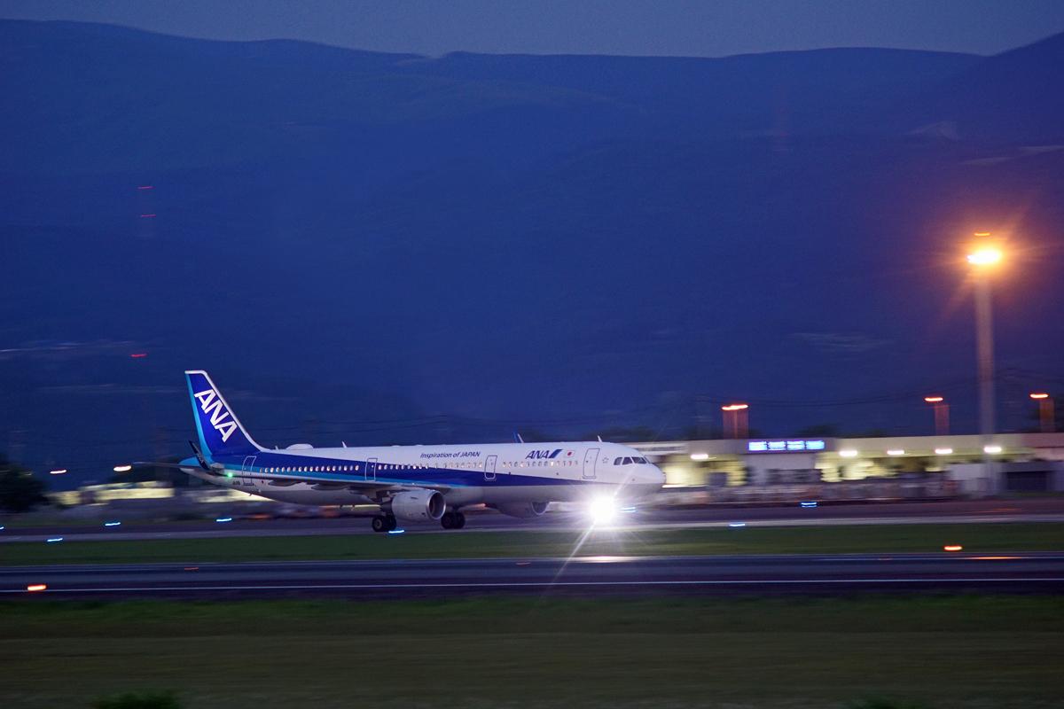 ASO kumamoto AIRPORT IN  BLUE。_b0044115_835031.jpg