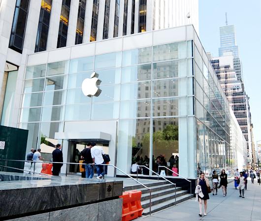 あのニューヨークのアップル・ストア5番街店が改装工事中_b0007805_17593830.jpg
