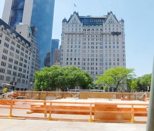 あのニューヨークのアップル・ストア5番街店が改装工事中_b0007805_1841053.jpg