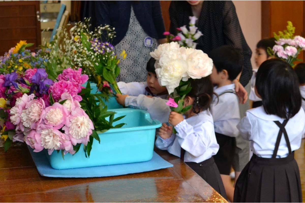 お釈迦さまのご生誕を、お祝いする日「花まつり」です。_d0353789_15291686.jpg