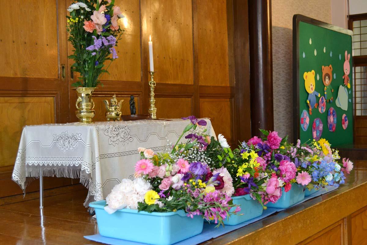お釈迦さまのご生誕を、お祝いする日「花まつり」です。_d0353789_15292563.jpg