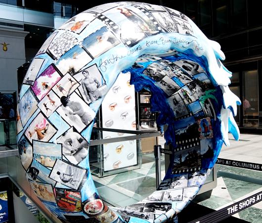 NY市内各所に54個もの波のアート作品が登場中 #LaMerWaveWalk_b0007805_13414342.jpg
