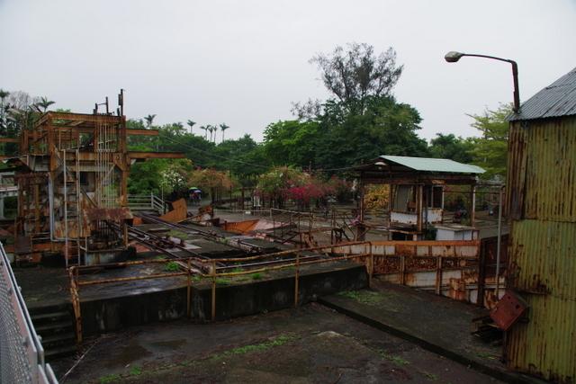 工場や鉄道施設のリノベーションを彩る木々の緑_d0362031_09160963.jpg