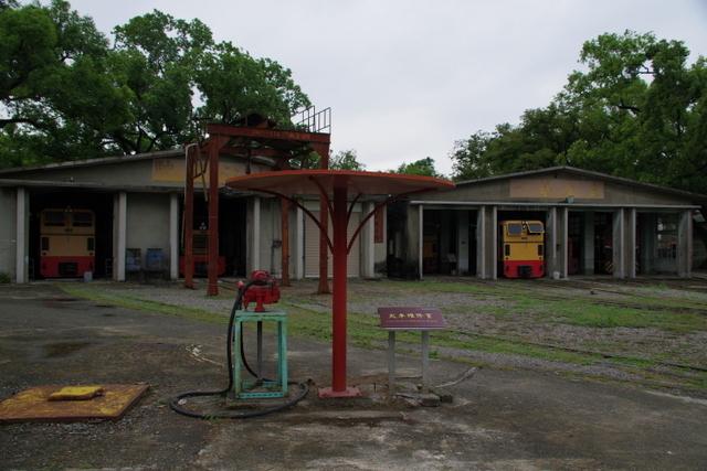 工場や鉄道施設のリノベーションを彩る木々の緑_d0362031_09175111.jpg