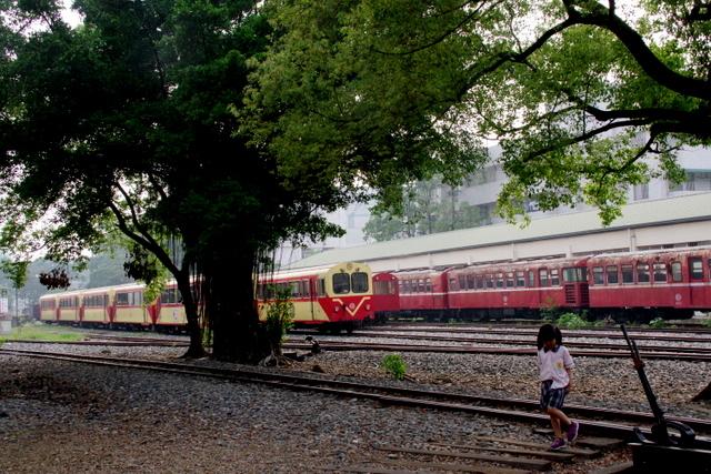 工場や鉄道施設のリノベーションを彩る木々の緑_d0362031_09232969.jpg