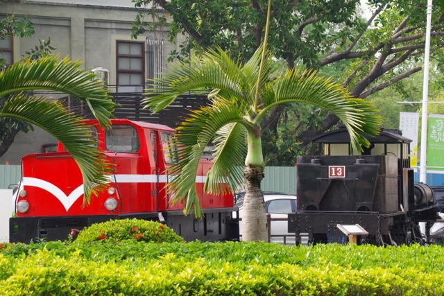 工場や鉄道施設のリノベーションを彩る木々の緑_d0362031_09250569.jpg