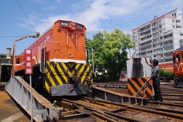 工場や鉄道施設のリノベーションを彩る木々の緑_d0362031_09285105.jpg