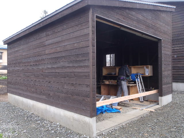 木造ガレージを造る  完成!_f0105112_4223041.jpg