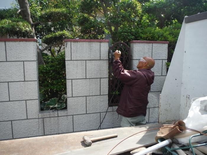 ブロック塀リフォーム ~ ブロック塀の解体_d0165368_05063720.jpg