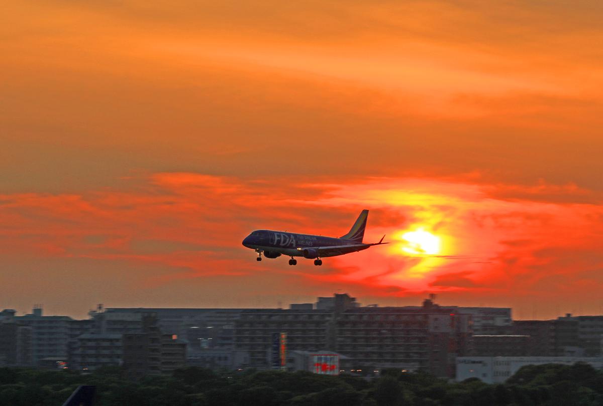 FUKUOKA AIRPORT IN SUNSET。_b0044115_819888.jpg