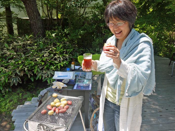 ジャガイモの炭火焼き好評:第6回「山の恵みに乾杯!」_c0014967_826337.jpg
