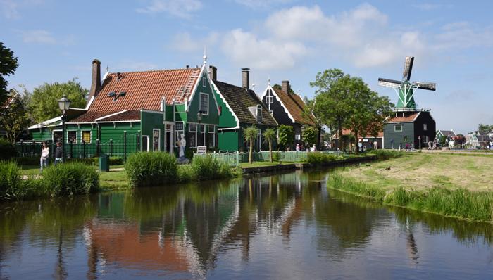 死ぬまでに行きたい世界の絶景!オランダ風車村ザーンセ・スカンス写真アップ!_e0171573_0565270.jpg