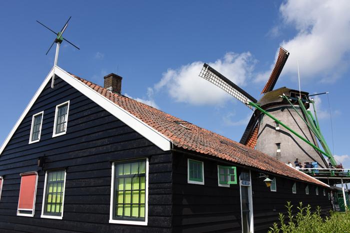 死ぬまでに行きたい世界の絶景!オランダ風車村ザーンセ・スカンス写真アップ!_e0171573_0574280.jpg