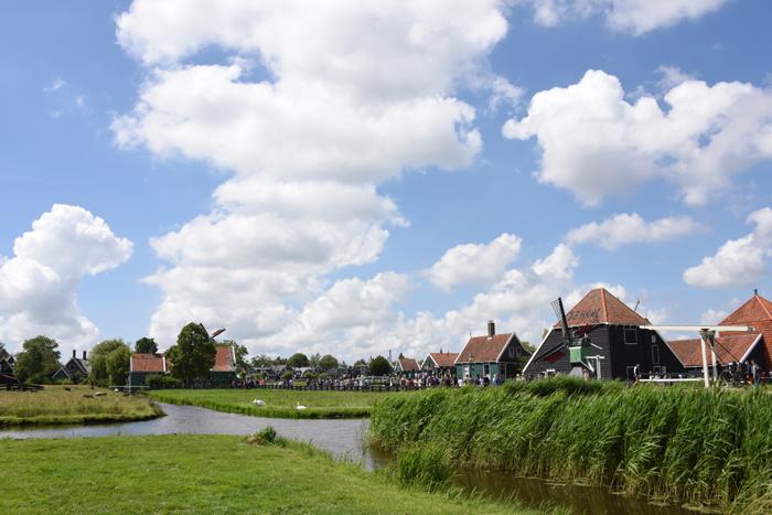 死ぬまでに行きたい世界の絶景!オランダ風車村ザーンセ・スカンス写真アップ!_e0171573_0575271.jpg