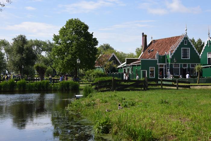 死ぬまでに行きたい世界の絶景!オランダ風車村ザーンセ・スカンス写真アップ!_e0171573_0585482.jpg