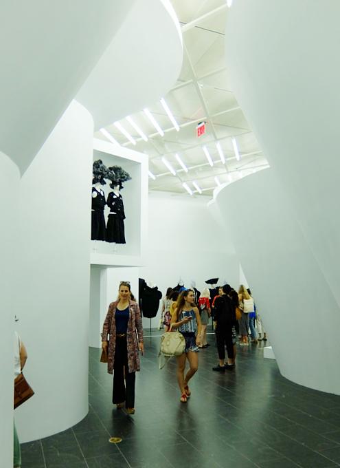 メトロポリタン美術館で川久保玲さんの特別展:プロローグ_b0007805_212066.jpg