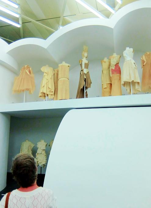 メトロポリタン美術館で川久保玲さんの特別展:プロローグ_b0007805_21213860.jpg