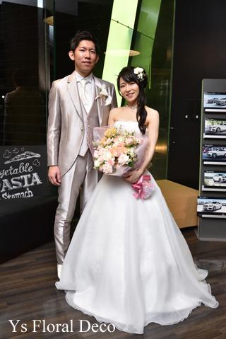 白グリーンのティアドロップブーケ & サプライズ花束 二次会へ_b0113510_16371022.jpg
