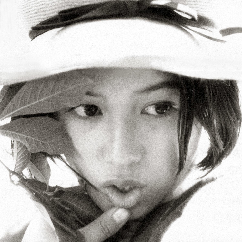 リボンのついたハットをかぶっている唇がキュートなひし美ゆり子の画像