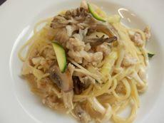 6/13本日パスタ:鶏挽肉とキノコの和風クリーム・スパゲティ_a0116684_12494761.jpg