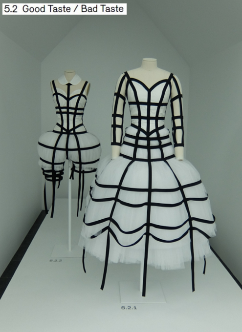 Kawakubo's collections: 3. Fashion/Antifashion; 4. Model/Multiple; 5. High/Low_b0007805_1342467.jpg