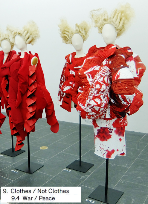 Kawakubo's collections: 9. Clothes/Not Clothes (9.5 Fact/Fictionまで)_b0007805_4143268.jpg