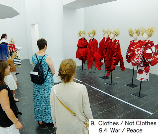Kawakubo's collections: 9. Clothes/Not Clothes (9.5 Fact/Fictionまで)_b0007805_41488.jpg
