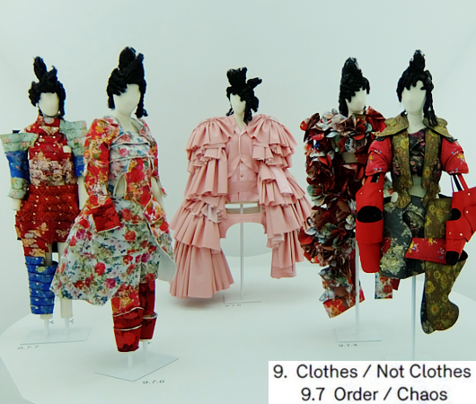 Kawakubo's collections: 9.7 Order/Chaos; 9.8 Bound / Unbound_b0007805_674084.jpg