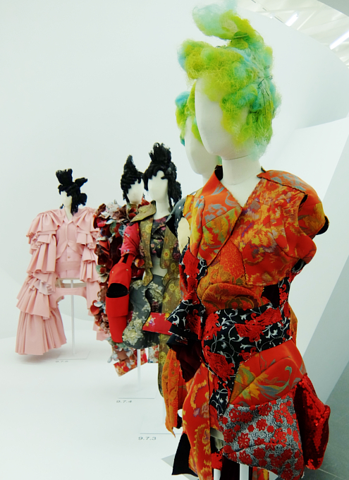 Kawakubo's collections: 9.7 Order/Chaos; 9.8 Bound / Unbound_b0007805_681113.jpg