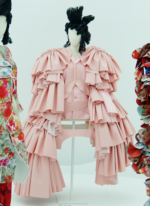 Kawakubo's collections: 9.7 Order/Chaos; 9.8 Bound / Unbound_b0007805_69201.jpg