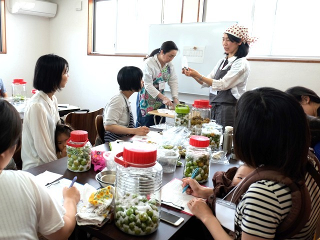 おばあちゃんの梅干し作り講座、今年はさらに大盛況でした!!_d0298850_13442661.jpg