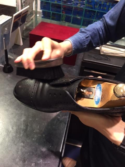シボ革靴のお手入れしていきます_b0226322_15265277.jpg