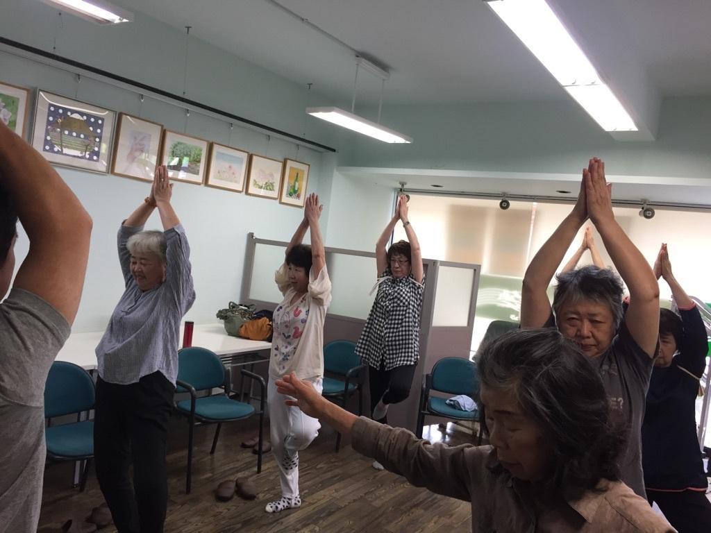 体操とカラオケ教室_c0113948_14471816.jpg