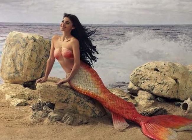 人魚姫の姿をした美人(水着美女)_e0310216_0435012.jpg