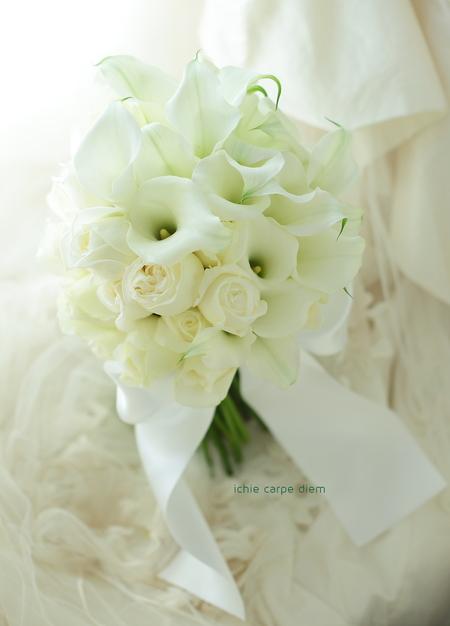 クラッチブーケ パークハイアット東京様へ 夢 カラーと白バラだけで _a0042928_12423927.jpg