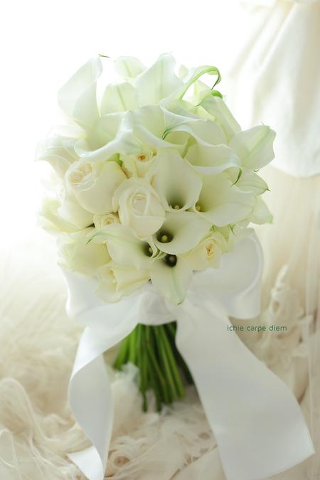 クラッチブーケ パークハイアット東京様へ 夢 カラーと白バラだけで _a0042928_12425520.jpg