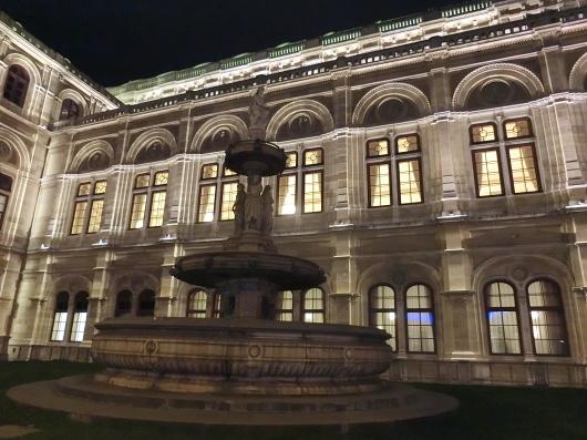 ウィーン WIEN  ~ 【仮面舞踏会】ウィーンオペラ座 ~_e0303431_18451832.jpg